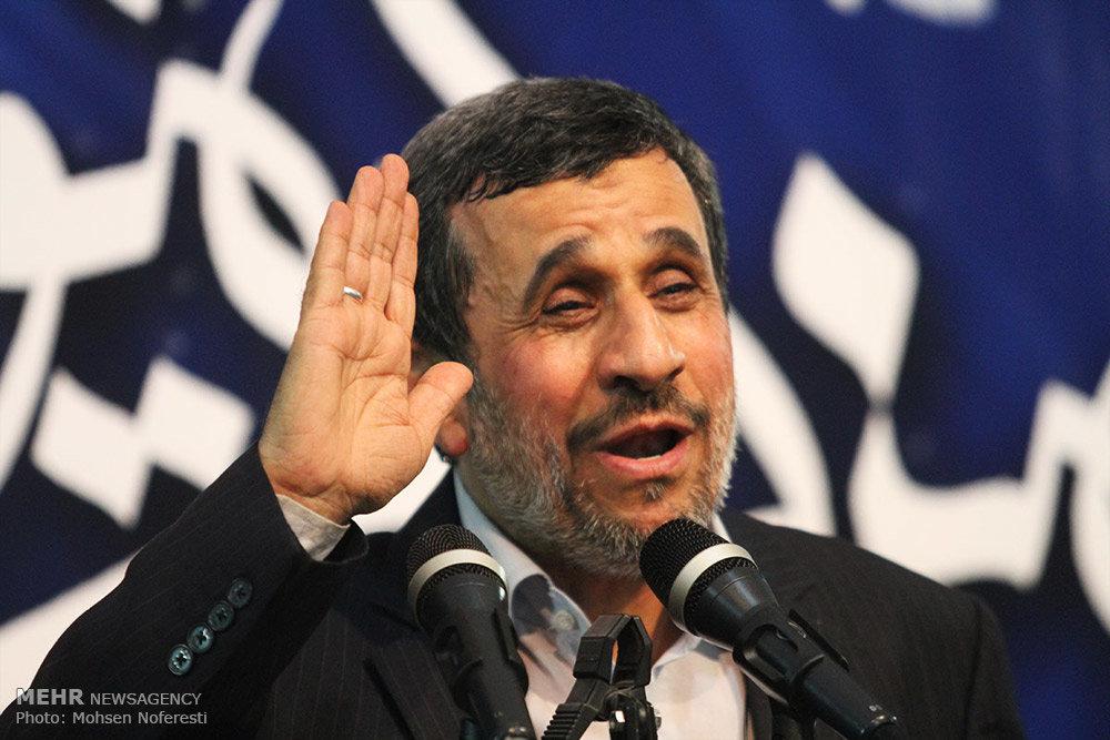 روضه خوانی احمدی نژاد در مسجد