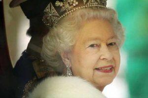 آبروریزی ۵ سرباز انگلیسی در مراسم رژه جشن تولد ملکه انگلیس!