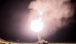 آمادهسازی موشکهای ذوالفقار قبل از شلیک به مواضع داعش