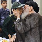 تصاویری از فرزندان شهدا در آغوش رهبر انقلاب