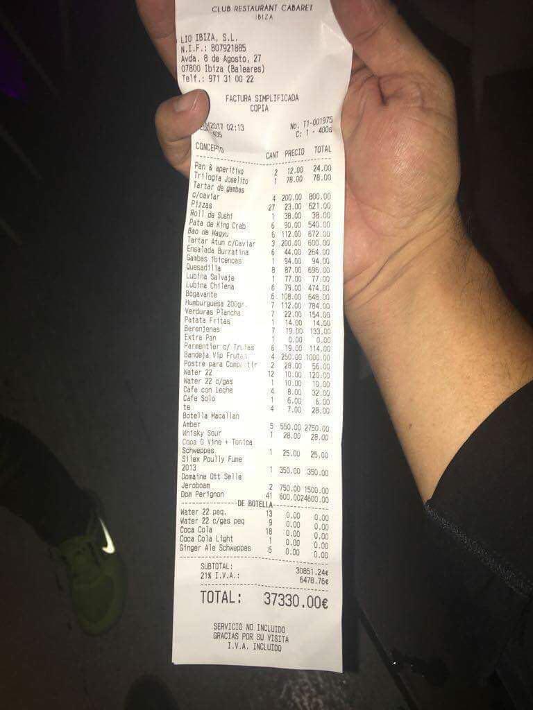 مسی و صورتحساب رستوران