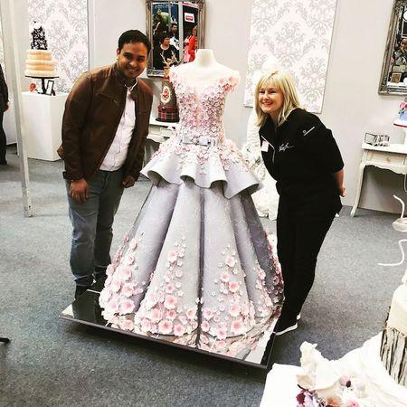 کیکی دیدنی که شکل لباس عروس است!