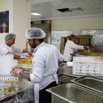مراحل پخت غذای متبرک در آشپزخانه حرم امام رضا(ع)