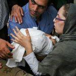 لالایی خواندن مادر بنیتا در مراسم خاکسپاری+فیلم