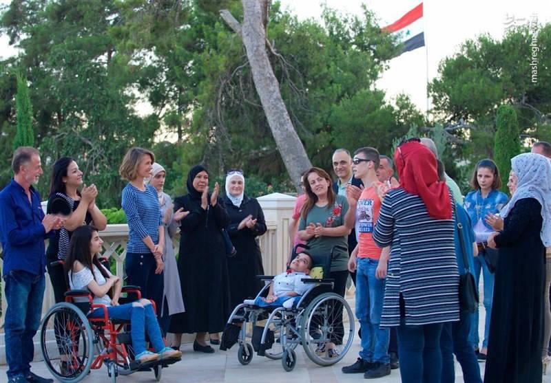 همسر اسد با دانشآموزان معلول