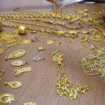 سرقت طلاهای زنان مسن با دادن نذری دروغین !