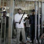 توضیح مسعود ده نمکی درباره عکس جنجالی اش با باتوم!