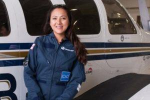 خلبان زن افغان در سفر به دور دنیا به کابل رسید!