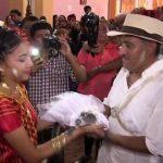 مراسم ازدواج شهردار با یک کروکودیل ماده!!!
