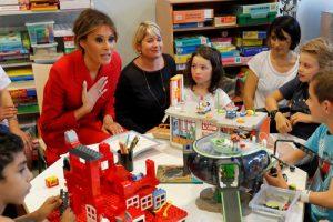 بازدید ملانیا همسر ترامپ از بیمارستان کودکان پاریس
