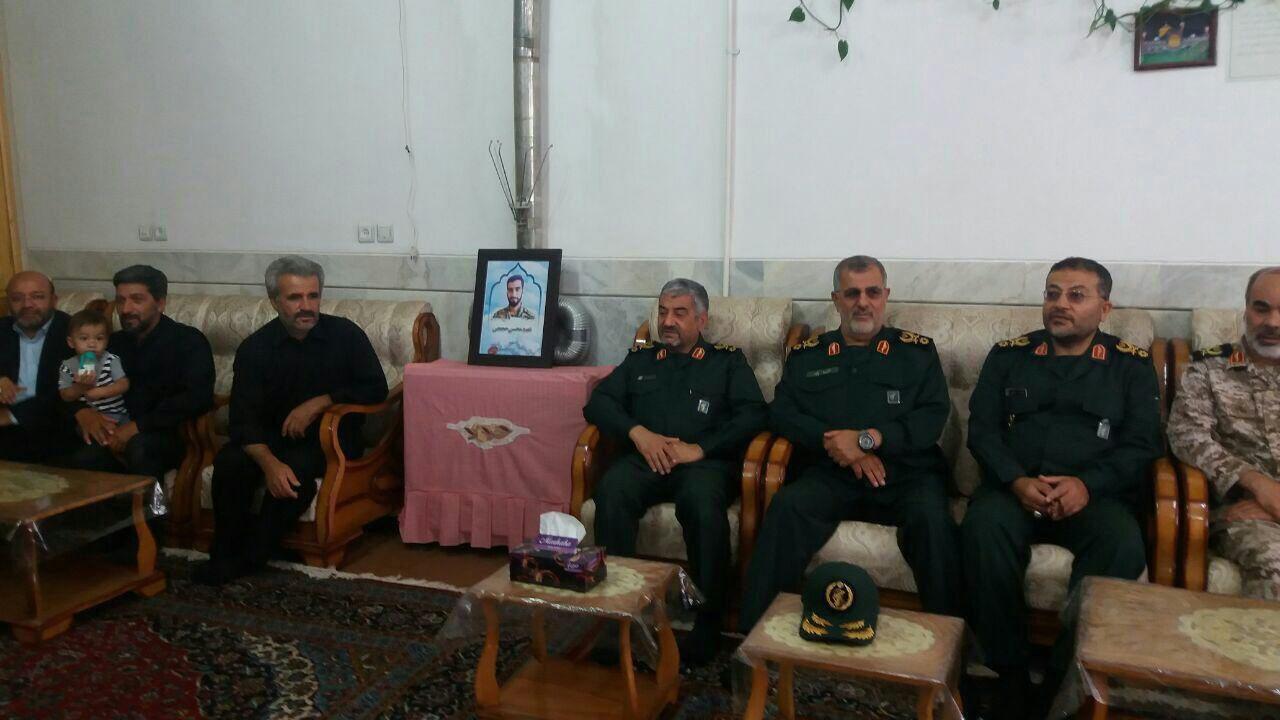 سردار جعفری در منزل شهید حججی
