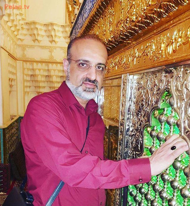 محمد اصفهانی در یک زیارتگاه