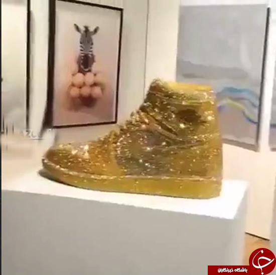 کفش ساخته شده از طلا و الماس
