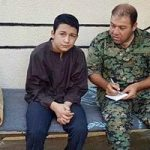 جلاد نوجوان داعش که سر نظامیان را میبرید دستگیر شد