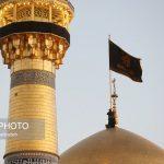 تعویض پرچم گنبد حرم رضوی در آغاز ماه محرم