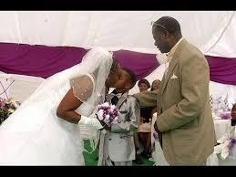 ازدواج زن ۶۱ ساله با پسر ۱۰ ساله