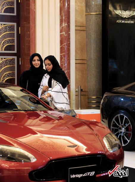 زنان عربستانی در حال خرید خودرو