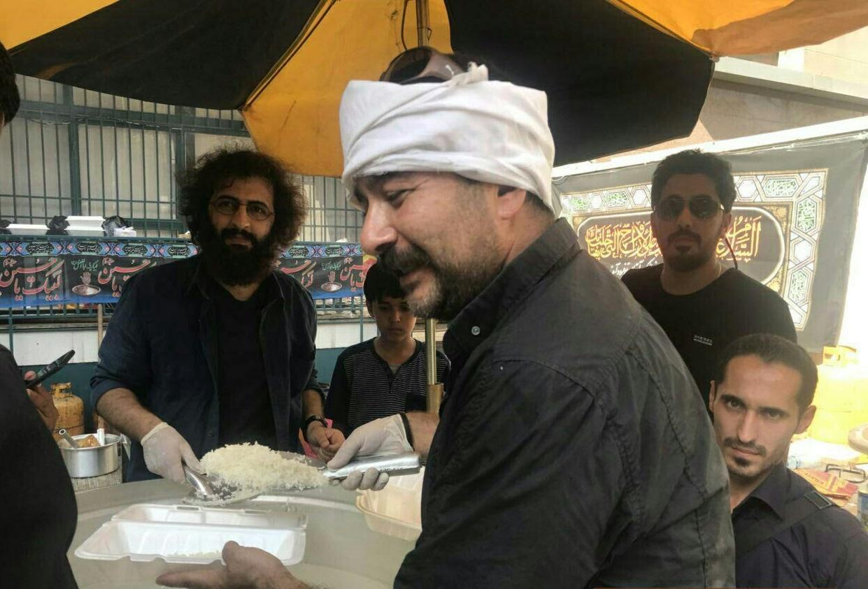 بازیگران در مراسم پخت غذای نذری