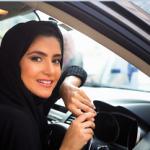 زنان عربستانی در حال خرید خودروهای لاکچری