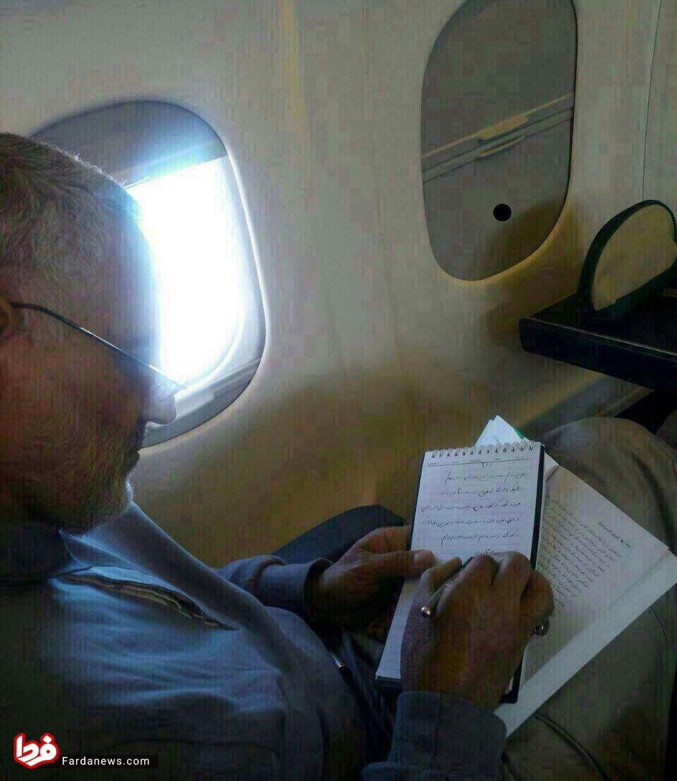 سردار سلیمانی در هواپیما