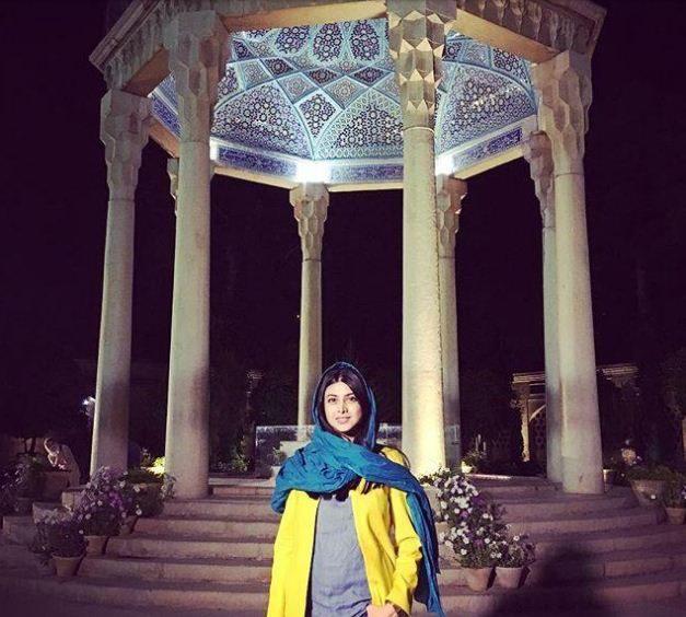 آزاده صمدی در حافظیه شیراز در روز بزرگداشت حافظ