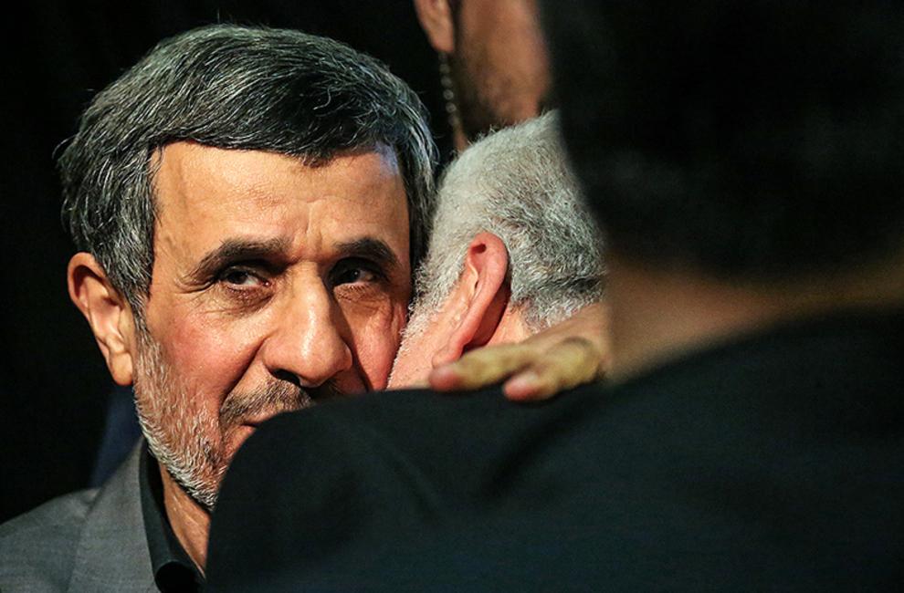 حاشیه های مراسم ختم داود احمدینژاد