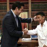 اقدام جالب نخستوزیر یونان برای دلجویی از نوجوان مهاجر افغان