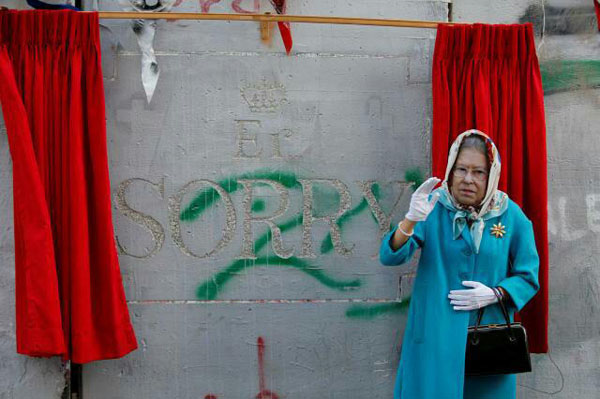 ملکه انگلیس در مراسم طعنه آمیز نقاش معروف!