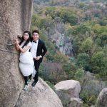 ازدواج عجیب زوج چینی بر صخرههای صعب العبور!