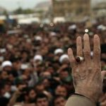 دست رهبر انقلاب در دست مردم زلزله زده کرمانشاه!