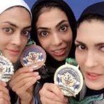مهتاب کرامتی در کنار خواهران منصوریان