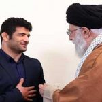 دیدار علیرضا کریمی کشتیگیر سرافراز با رهبر انقلاب