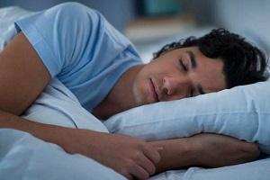 خوابیدن پس از صرف غذا شما را درگیر این بیماری میکند!