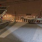 مردم مناطق زلزله زده شب برفی را زیر چادر گذراندند !