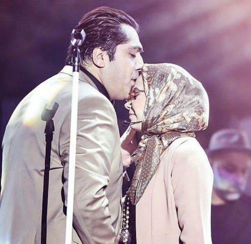 حرکت عاشقانه مانی رهنما با همسرش صبا راد در کنسرت