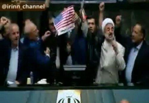 آتش زدن پرچم آمریکا
