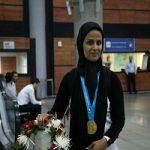 استقبال جالب پسر الهه احمدی ورزشکار ایرانی در فرودگاه