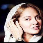 لیانا دخترِ مهناز افشار در آغوش ایرج طهماسب مجری محبوب