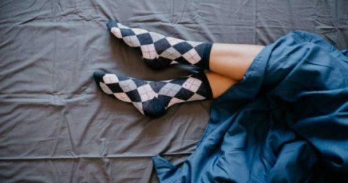 خوابیدن با جوراب