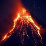 عجیب ترین کوه آتشفشان جهان با دود صورتی