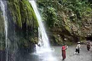 سقوط جوان از آبشار کبودوال به خاطر عکس سلفی