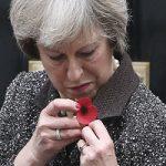 راز شیء مرموز نصب شده روی دست ترزا می نخست وزیر انگلیس!!