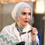 انتقاد از آرایش غلیظ زهره فکور صبور به عنوان مدل تبلیغاتی!