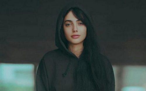 خنجر مائده هژبری دختر رقاصه ۱۷ ساله , بر پشت حامیانش!!