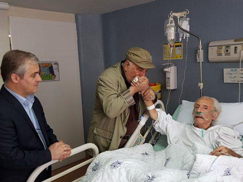 مشایخی روی تخت بیمارستان