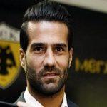 هدیه جهادگران به مسعود شجاعی کاپیتان تیم ملی فوتبال