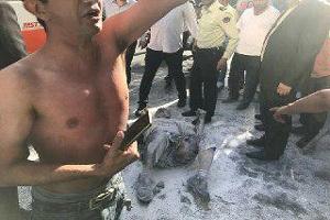 اصل ماجرای جنجالی خودسوزی مردی مقابل شهرداری تهران !