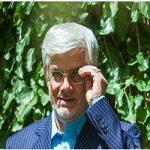 تصویری از محمدرضا عارف با تیپ متفاوت در آمریکا!