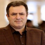 محمود گبرلو مجری معروف درکنار علامت عزاداری دوران قاجار!