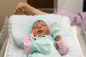نوزاد رها شده در ماشین فاجعه آفرید